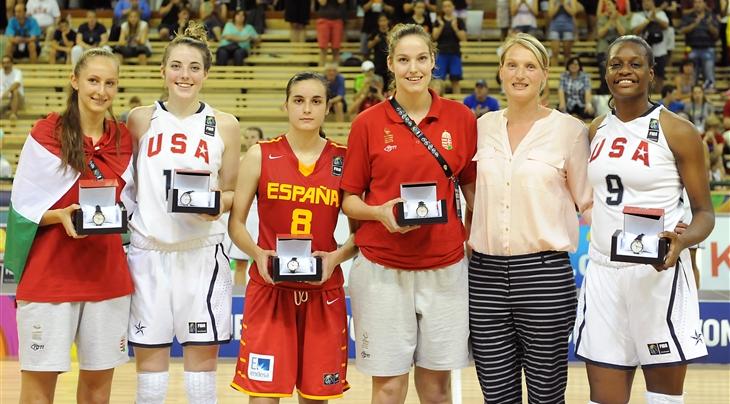 En esta foto, de FIBA, podemos ver a Ángela Salvadores, MVP del Mundial U17 Femenino 2014, junto al resto del Quinteto Ideal
