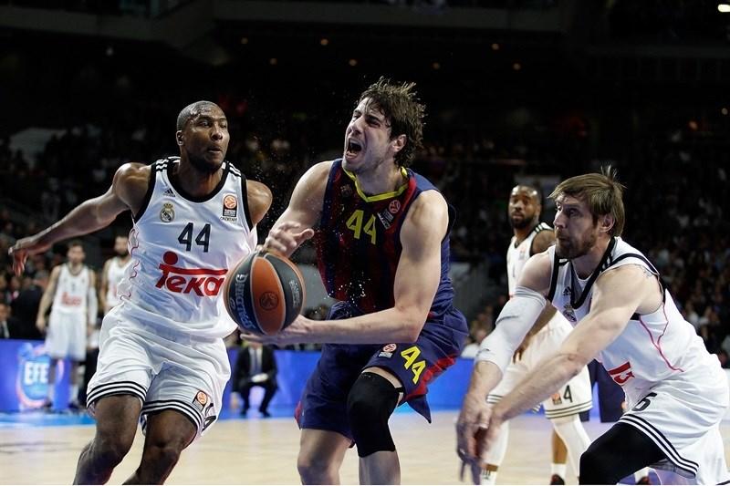 En esta foto podemos ver a Ante Tomitch, Pívot del Barcelona, en el Partido de Euroliga que disputaron en Madrid