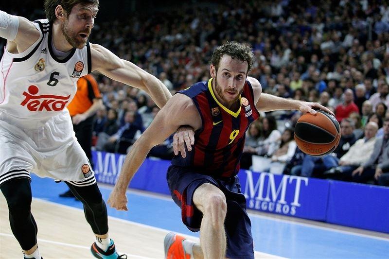 En esta foto podemos ver a Marceliño Huertas, Base del Barcelona, en el Partido de Euroliga que disputaron en Madrid