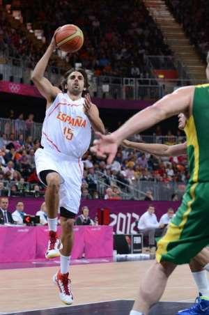 En esta foto podemos ver a Víctor Sada con la Selección, el 6 de agosto de 2012, durante los Juegos Olímpicos de Londres 2012, en el Partido que ese día disputaron contra Brasil