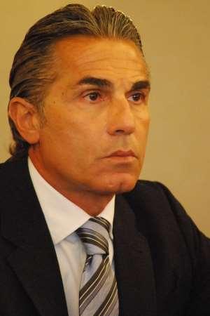 En esta foto, tomada por devuestrobasket.com, podemos ver a Sergio Scariolo en un momento de la Presentación de Ayer