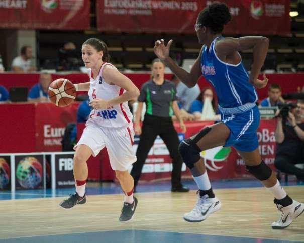 En esta foto podemos ver a Iva Borovic, Base croata, en uno de los Partidos de esta Selección en el Eurobasket Femenino 2015 de Hungría y Rumanía, en Szombathely