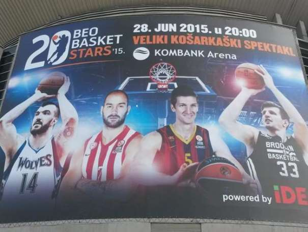En el centro del cartel podemos ver a 2 de las estrellas de la agencia de representación BeoBasket, Vasílis Spanúlis y Justin Doellman, Estrellas del Partido de Exhibición que se celebrará Hoy, domingo, en el Kombank Arena de Belgrado