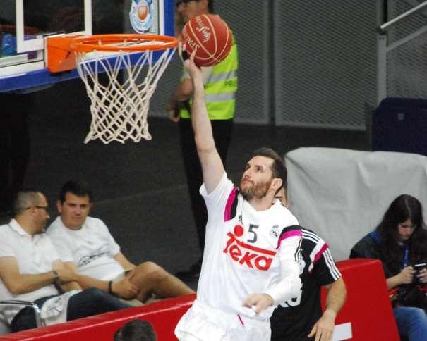 En esta foto, tomada por devuestrobasket, podemos ver a Rudy Fernández, Jugador del Madrid, en un momento del Calentamiento Colectivo Previo al Primer Partido del Playoff ACB 2015 de Semifinales que está disputando contra el València