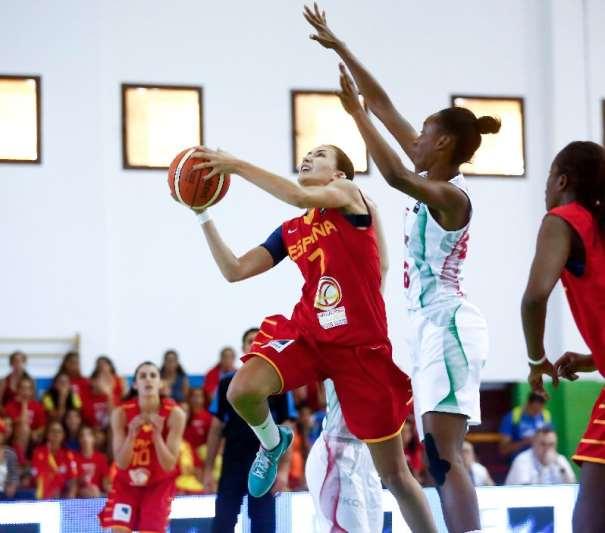 En esta foto podemos ver a la Segunda Máxima Anotadora del Partido de Ayer, Belén Arrojo, Jugadora de esta Selección FEB U20 Femenina que está disputando el Europeo Femenino U20 de FIBA EUrope en la isla de Lanzarote, en las Localidades de Teguise y Tinajo