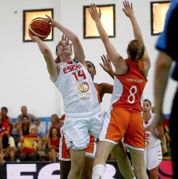 En esta foto, cedida por FIBA, podemos ver a Judith Sole, Jugadora de la Selección FEB U20 Femenina que está disputando el Europeo Femenino U20 de FIBA EUrope en la isla de Lanzarote, en las Localidades de Teguise y Tinajo
