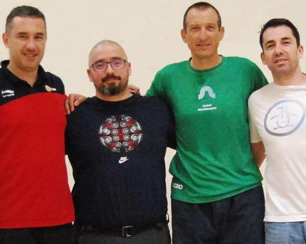 En esta foto podemos ver a los 3 Conferenciantes del III Clínic Campus de Ourese, junto al Entrenador del COB, Club Baloncesto Ourense