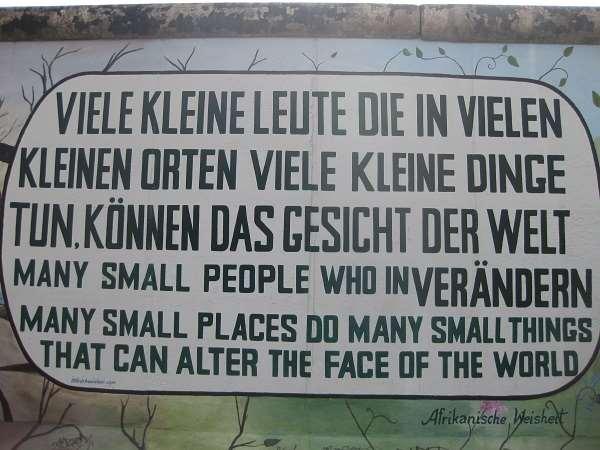 En esta foto podemos ver un de los Muchos fragmentos del Muro de Berlín. A quien todavía No lo haya visitado, se lo recomiendo de todo corazón