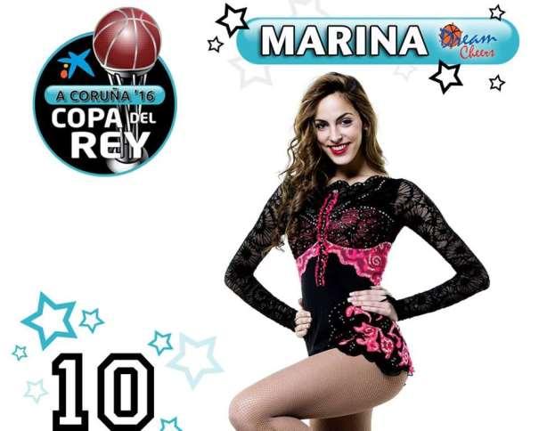 En esta foto podemos ver a Marina, la gimnasta de las Dream Cheer, con el atuendo habitual de las gimnastas