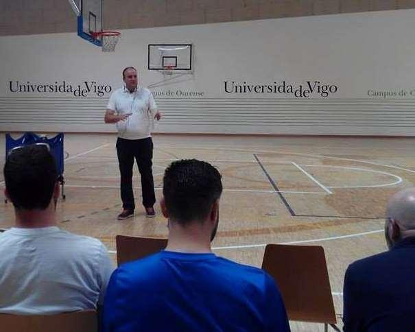En esta foto podemos ver a Eduardo Pascual en la Cuarta Edición del Clínic de Baloncesto Campus Ourense, el sábado 02 de julio de 2016