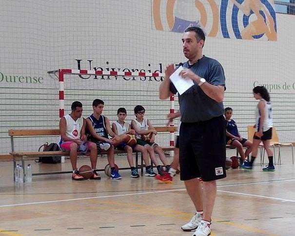 En esta foto podemos ver a Jota Cuspinera durante su Primera Conferencia de la Cuarta Edición del Clínic de Baloncesto Campus Ourense (Ataque Libre con Normas), el sábado 02 de julio de 2016