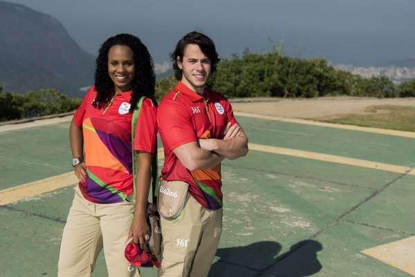 En esta foto podemos ver los Uniformes de color rojo (vermello), los Uniformes que vestirán los Servicios Médicos durante los Juegos Olimpicos de Río 2016