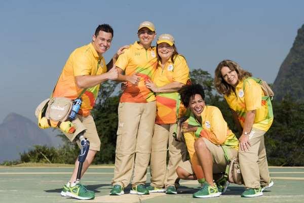 En esta foto podemos ver los Uniformes de color Amarillo (Amarelo), los Uniformes que vestirán aquellas personas que trabajen en las Áreas Operacionales durante los Juegos Olímpicos de Río 2016
