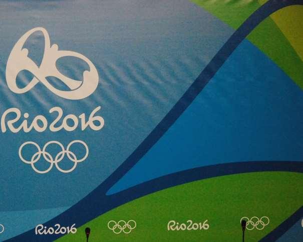 En esta foto podemos ver un detalle del fondo del estrado de la Sala Catira, adjunta al Main Press Center en el que se puede ver el Logo de los Juegos Olímpicos de Rio 2016