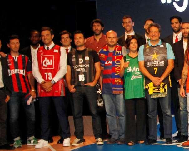 En esta foto podemos ver, entre otros, al bi-medallista Olímpico Víctor Claver, a Javi Beirán, a Sergi Vidal y a Samanta Villar