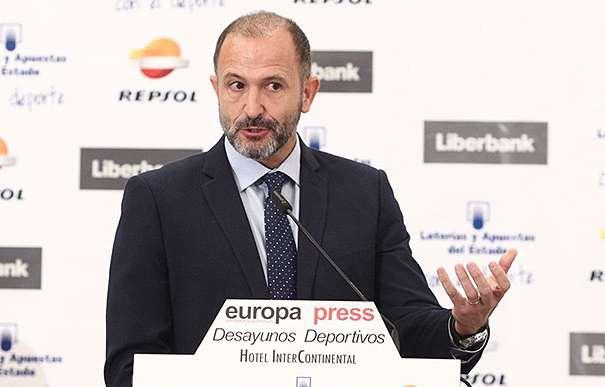 En esta foto podemos ver a Chus Bueno, Vicepresidente de la NBA en Europa, África y Oriente Medio, en uno de los momentos de los Desayunos Deportivos organizados por Europa Press en e Hotel InterContinental de Madrid