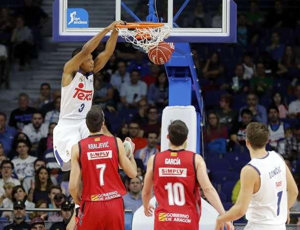 """En esta foto podemos ver a (3) Anthony Randolph haciendo un Mate en el Último Partido de la Liga ACB 2016-2017 disputado por el Madrid, el de la Sexta Jornada, ante el Zaragoza, """"en Goya"""""""
