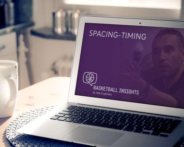 En esta imagen podemos ver al propio Jota Cuspinera en la pantalla de un ordenador portátil que también muestra el Logo y el Título del Programa Basketball Insights