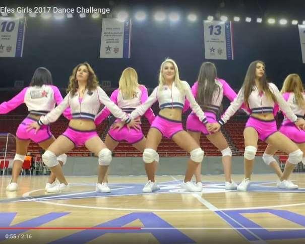 En esta imagen podemos ver un momento del vídeo de presentación de las Efes Girls 2017, vídeo para el concurso para ser elegidas como las Animadores, CheerLeaders, Dance Team, Oficiales de la Final Four 2017 de la Euroliga, que se disputará en la ciudad turca de Estambul