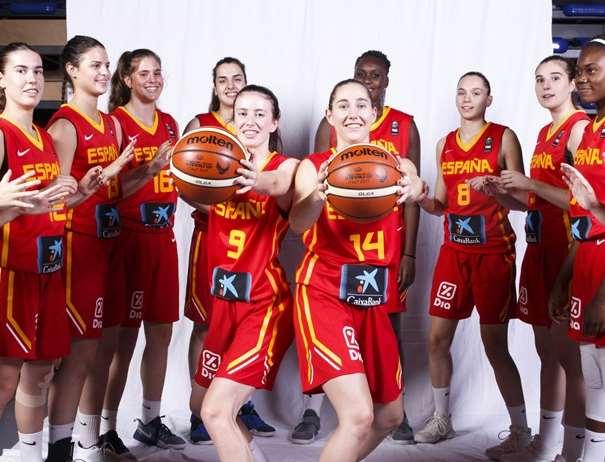 En esta foto, facilitada por la FIBA, Federación Internacional de Baloncesto, podemos ver a 10 de las Jugadoras de la Selección U19 Femenina, posando para la foto