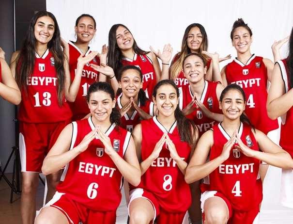 En esta foto, facilitada por la FIBA, Federación Internacional de Baloncesto, podemos ver a 10 de las Jugadoras de la Selección de la República Árabe de Egipto, posando para la foto
