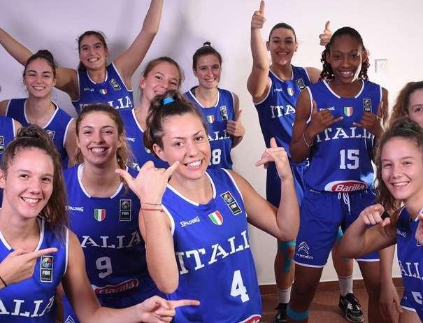En esta foto, facilitada por la FIBA, Federación Internacional de Baloncesto, podemos ver a 10 de las Jugadoras de la Selección de la República Italiana, posando para la foto