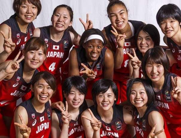 En esta foto, facilitada por la FIBA, Federación Internacional de Baloncesto, podemos ver a las 12 Jugadoras de la Selección de Japón, posando para la foto