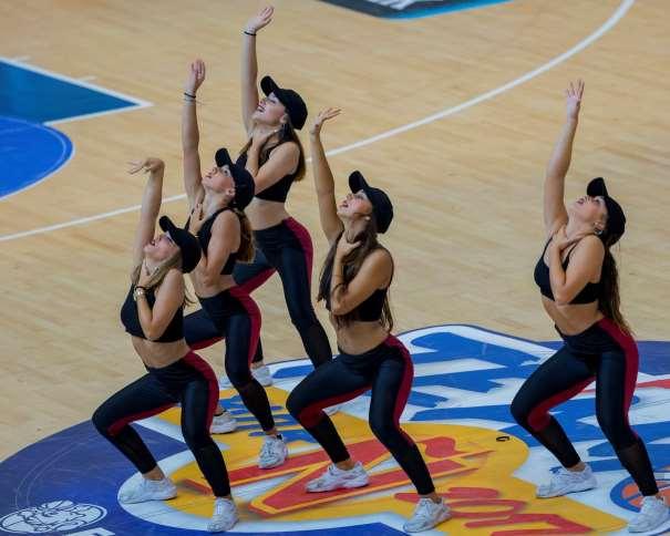 En esta foto, facilitada por la FEB, Federación de Baloncesto, podemos ver a las 5 integrantes del Quinteto de Animadoras, las 5 Cheerleaders, el Dance Team del Cuarto Partido de Preparación de la Selección de cara al EuroBásker 2017