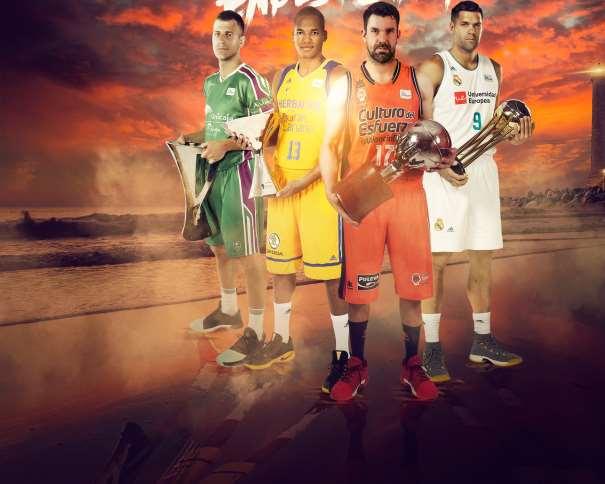En esta imagen, facilitada por la Liga ACB, podemos ver a 4 Jugadores, uno por Equipo, junto a los Trofeos que consiguieron la Temporada Pasada, Rafa Martínez del València, Felipe Reyes del Madrid, Némaña Nédovitch del Málaga y Eulis Báez de Gran Canaria