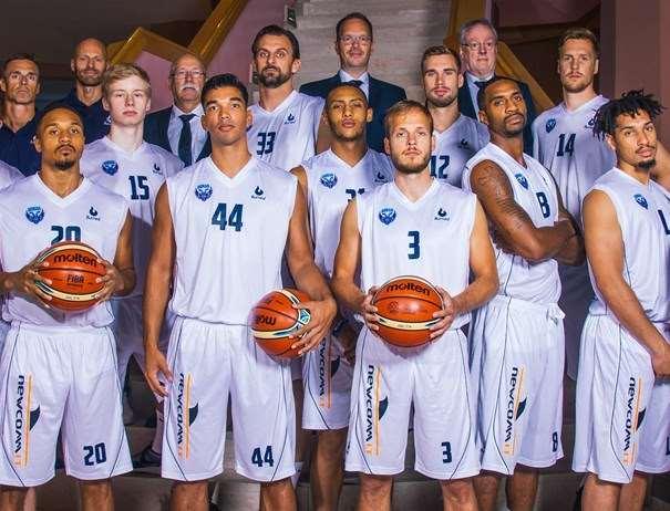 En esta foto, tomada de la web oficial de la FIBA Basketball Champions League, podemos ver 10 de los Jugadores del Groningen, Rival del Estudiantes en la Tercera Qualification Round