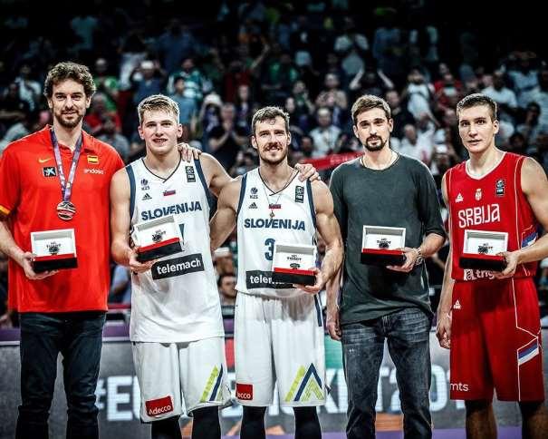 En esta foto, facilitada por FIBA, Federación Internacional de Baloncesto, podemos ver a los 5 Jugadores Integrantes del Quinteto Ideal del EuroBasket 2017: Pau Gasol, Luka Donchitch, Goran Dragitch, Aleksei Shved y Bogdan Bogdanovitch