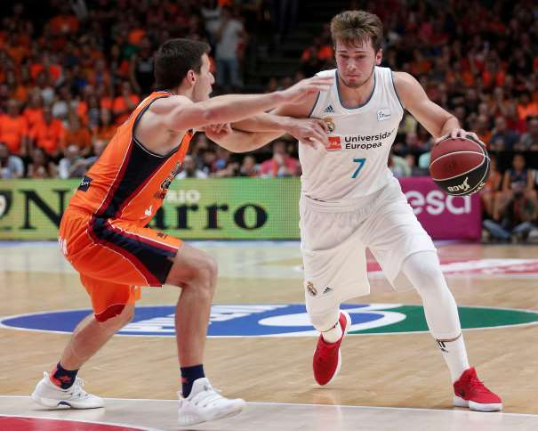 (7) Luka Dončić (pronunciado Lúka Dónchitch), MVP del València - Madrid, con 25 de Valoración ACB Photo/M.Á. Polo