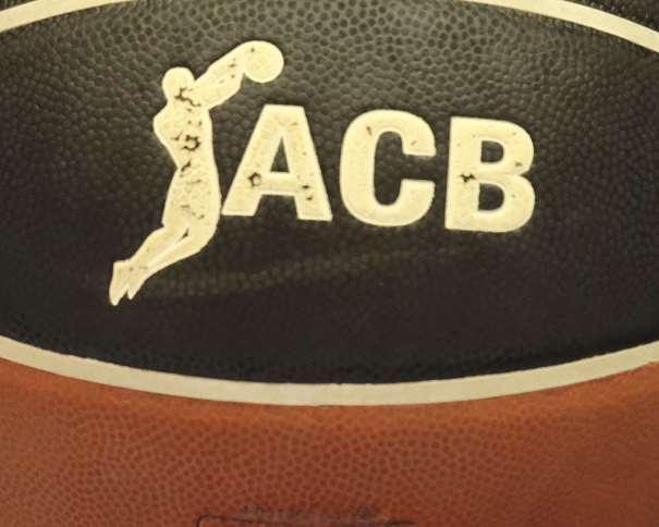 En esta foto, facilitada por la Liga ACB de Baloncesto, podemos ver un detalle de su Logo sobre el balón de juego del Partido disputado por el Obradoiro y el Burgos en la Quinta Jornada de la Temporada 2017-2018, Partido en el que fue el Equipo Local, el Obradoiro, el que consiguió la Victoria