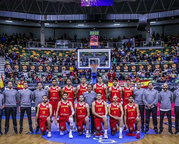 """""""Los 12 de Burgos"""" Foto: FIBA"""
