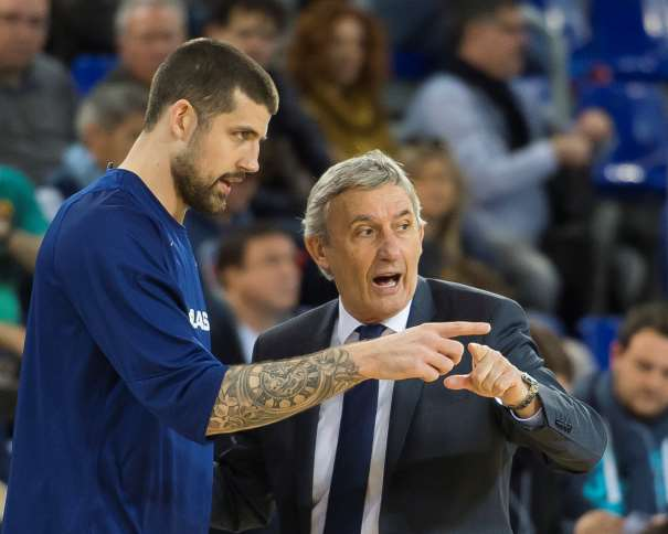 "Svetislav Pešić"" (Светислав Пешић, pronunciado Péshitch) y (45) Adrien Moerman ACB Photo/V. Salgado"