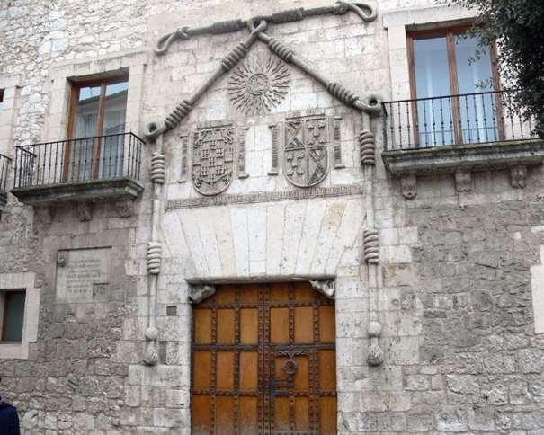 Casa del Cordón (Palacio de los Condestables de Castilla) Foto tomada de asturnatura.com