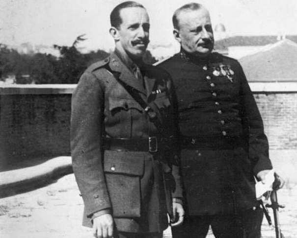 """""""Alfonso XIII y Primo de Rivera en 1930"""" De Bundesarchiv, Bild 102-09411 / Desconocido / CC BY-SA 3.0 DE, CC BY-SA 3.0 de, https://commons.wikimedia.org/w/index.php?curid=5414518"""